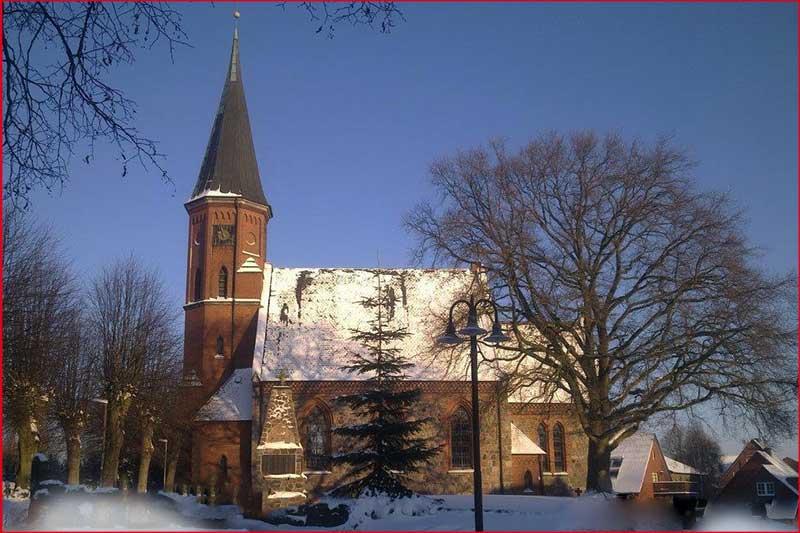 Weihnachtsmarkt Alt-Mölln spendet für Renovierung der Kirche in Breitenfelde
